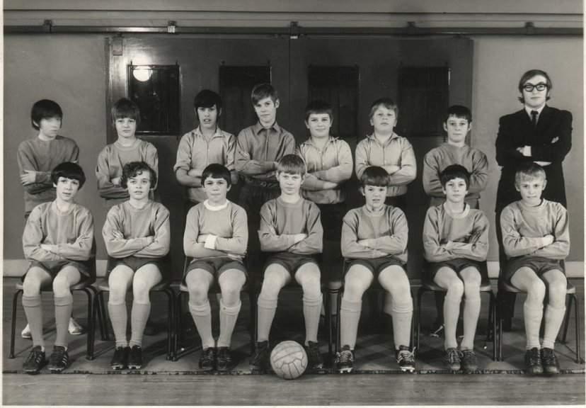 Sun,1994. На фото Шону 13 лет, он - второй слева в верхнем ряду